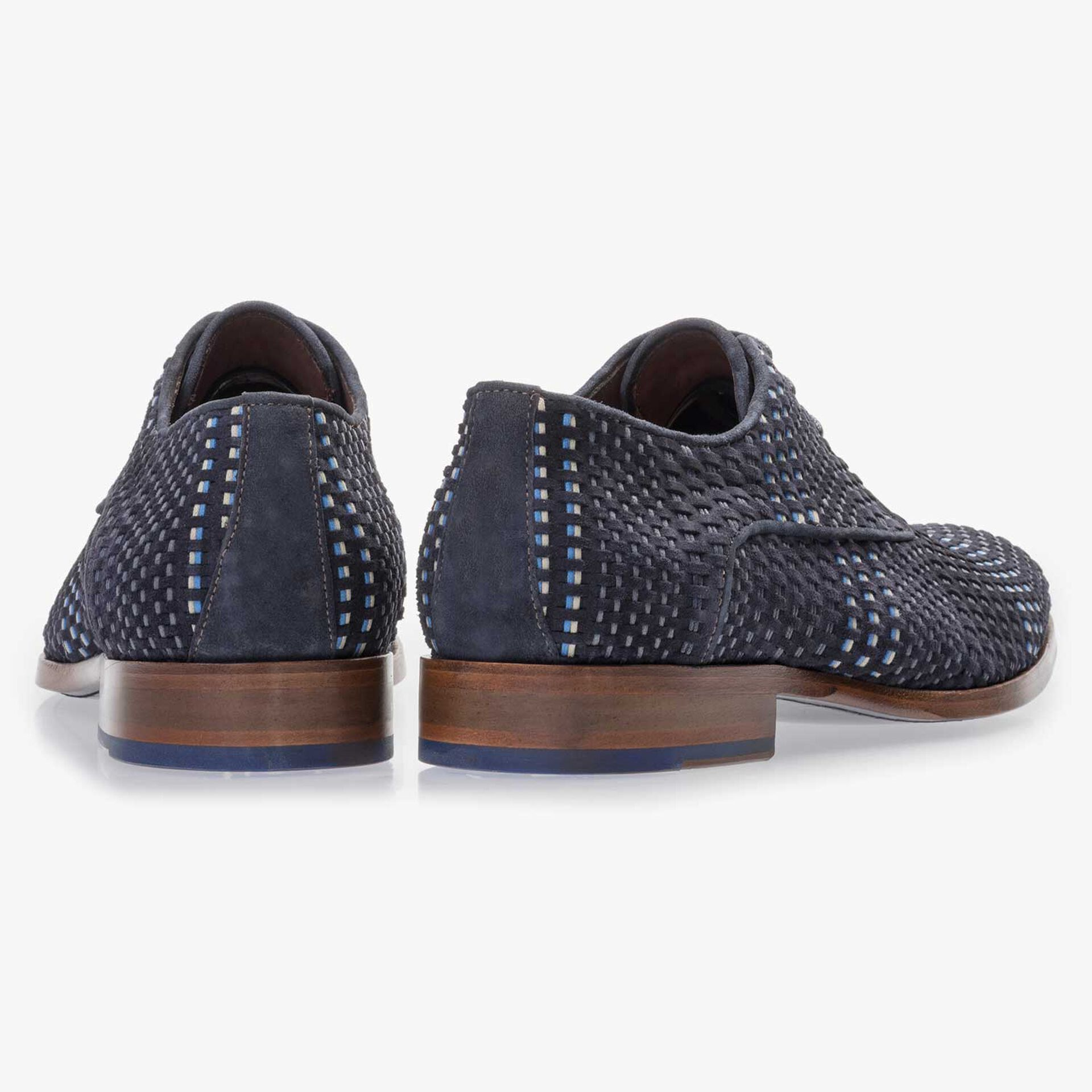 Dark blue lace shoe made of braided leather