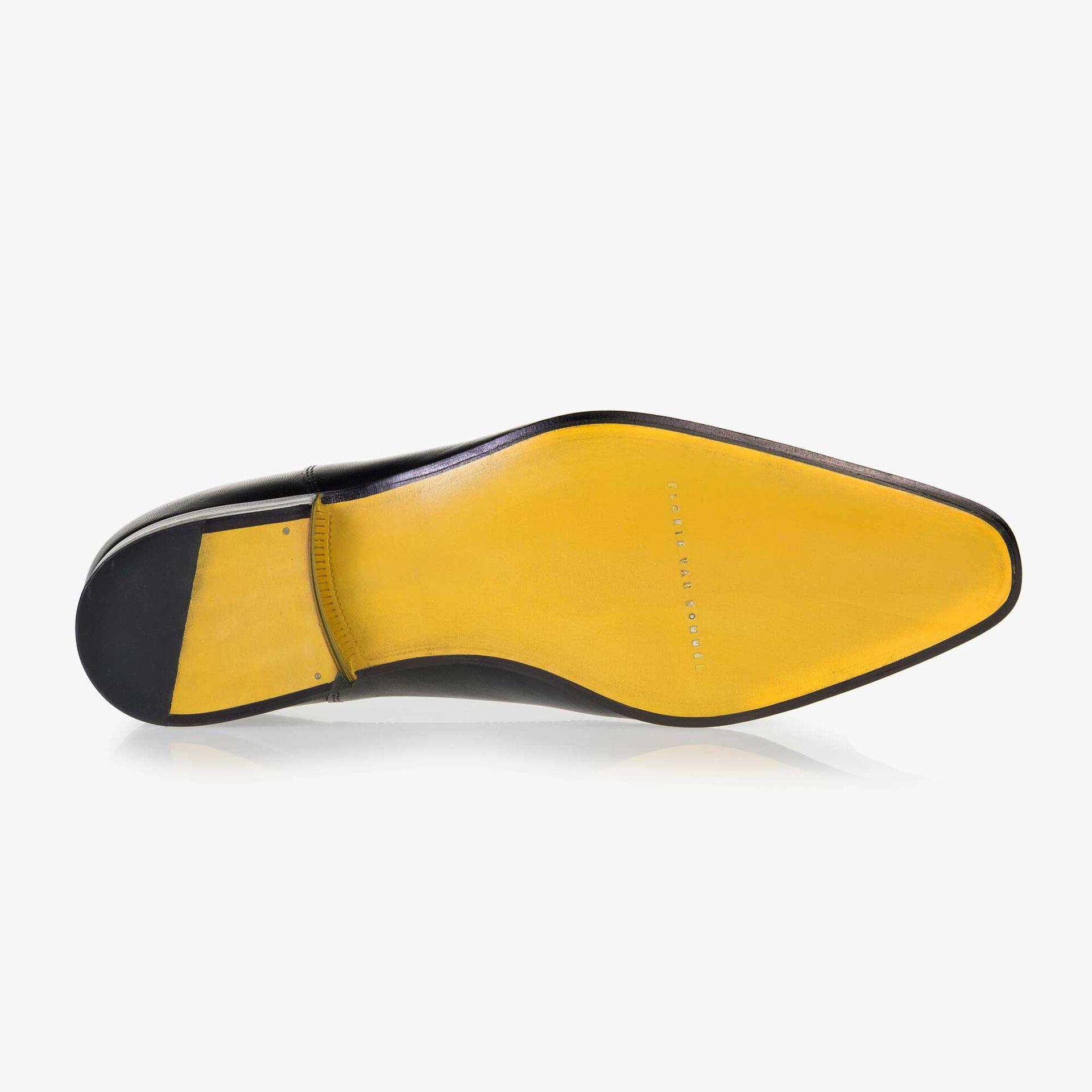 Black calf's leather lace shoe