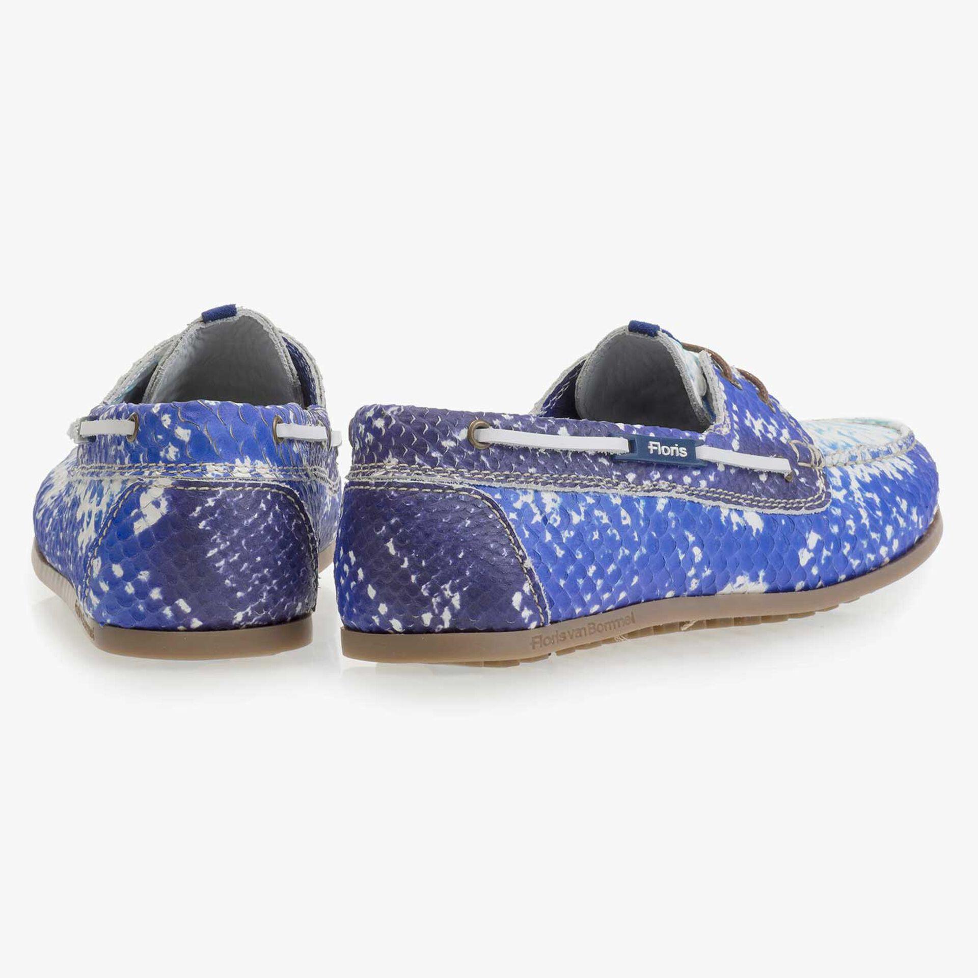 Blauwe leren bootschoen met snakeprint