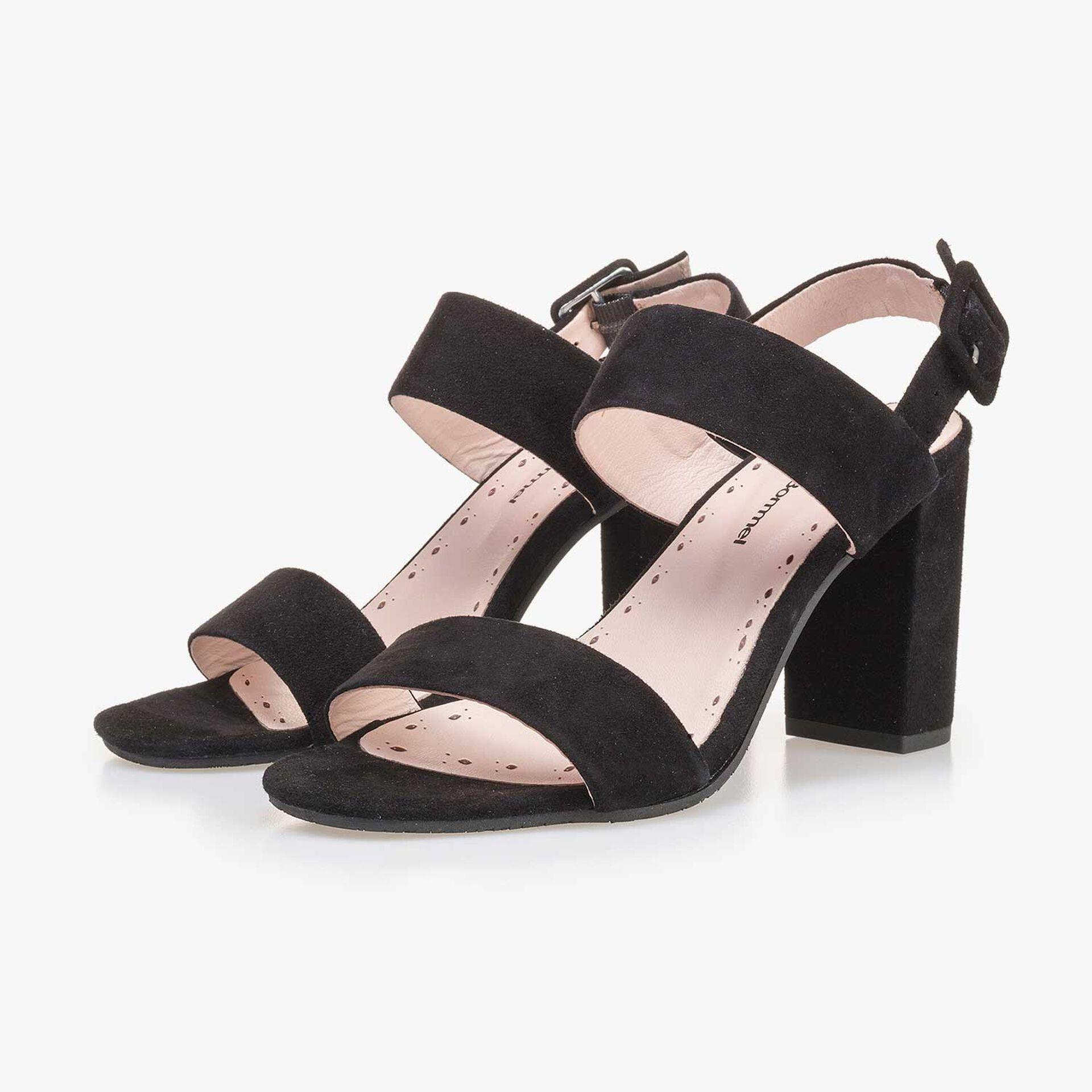 Zwarte suède sandaal met hak