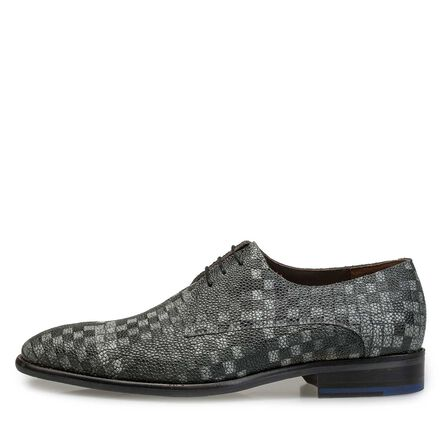 Lace shoe with graphic print