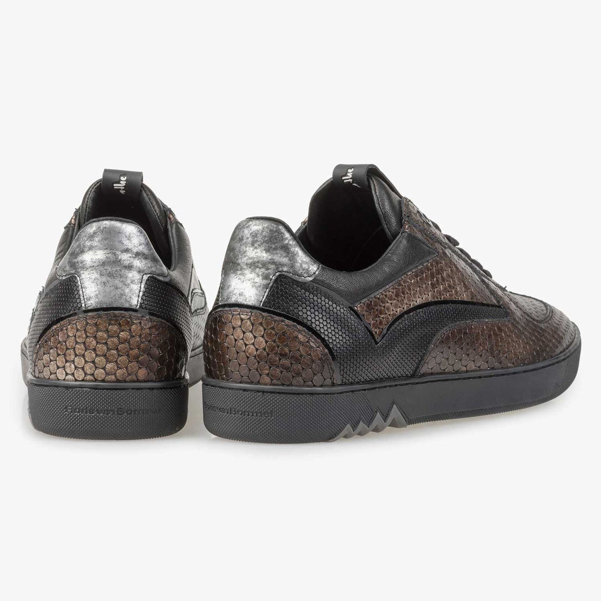 Brown leather sneaker with metallic print