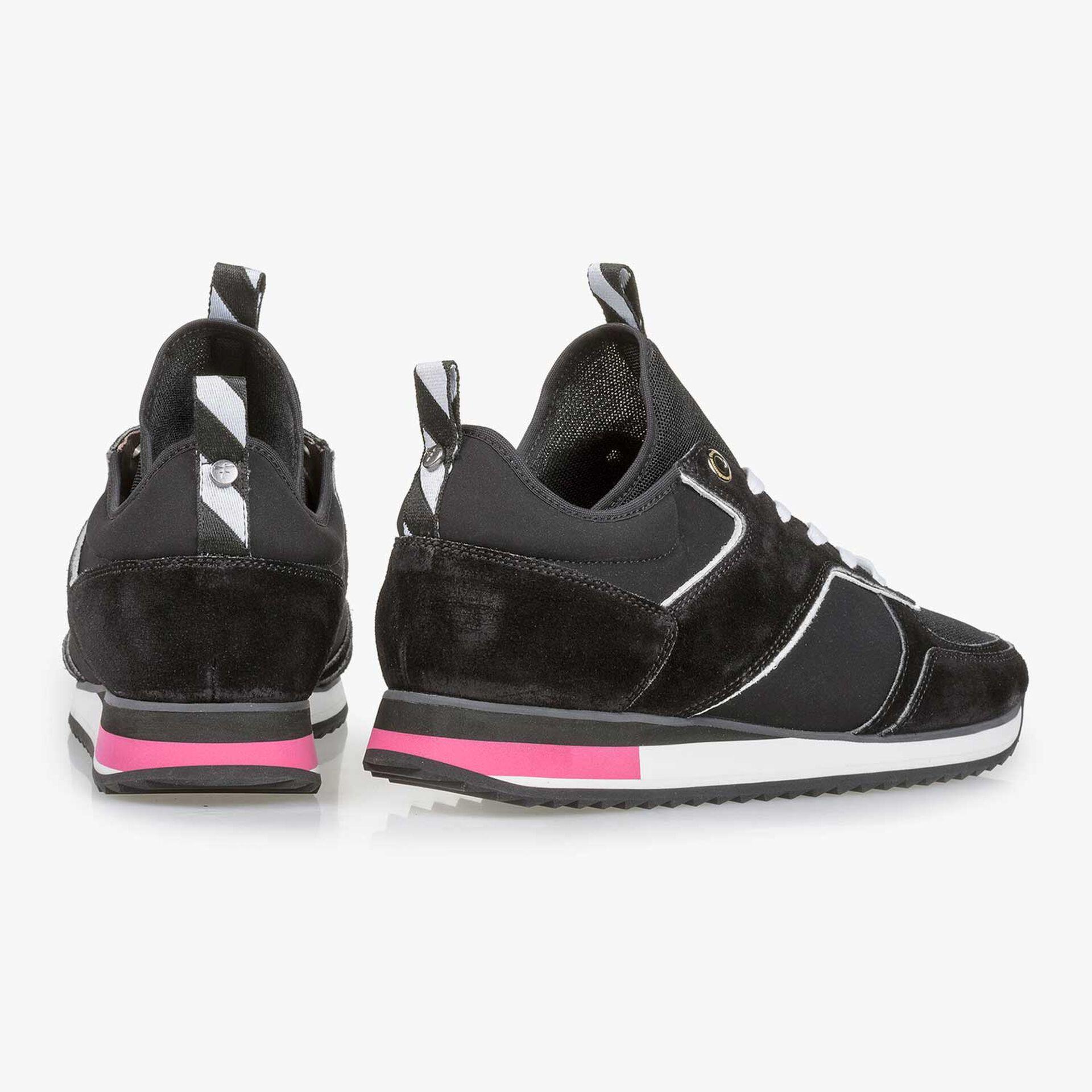 Zwarte suède sneaker