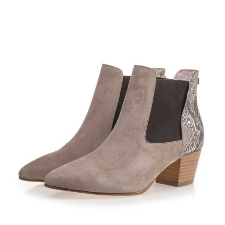 Leather, slightly tapered toe cap ankle boot