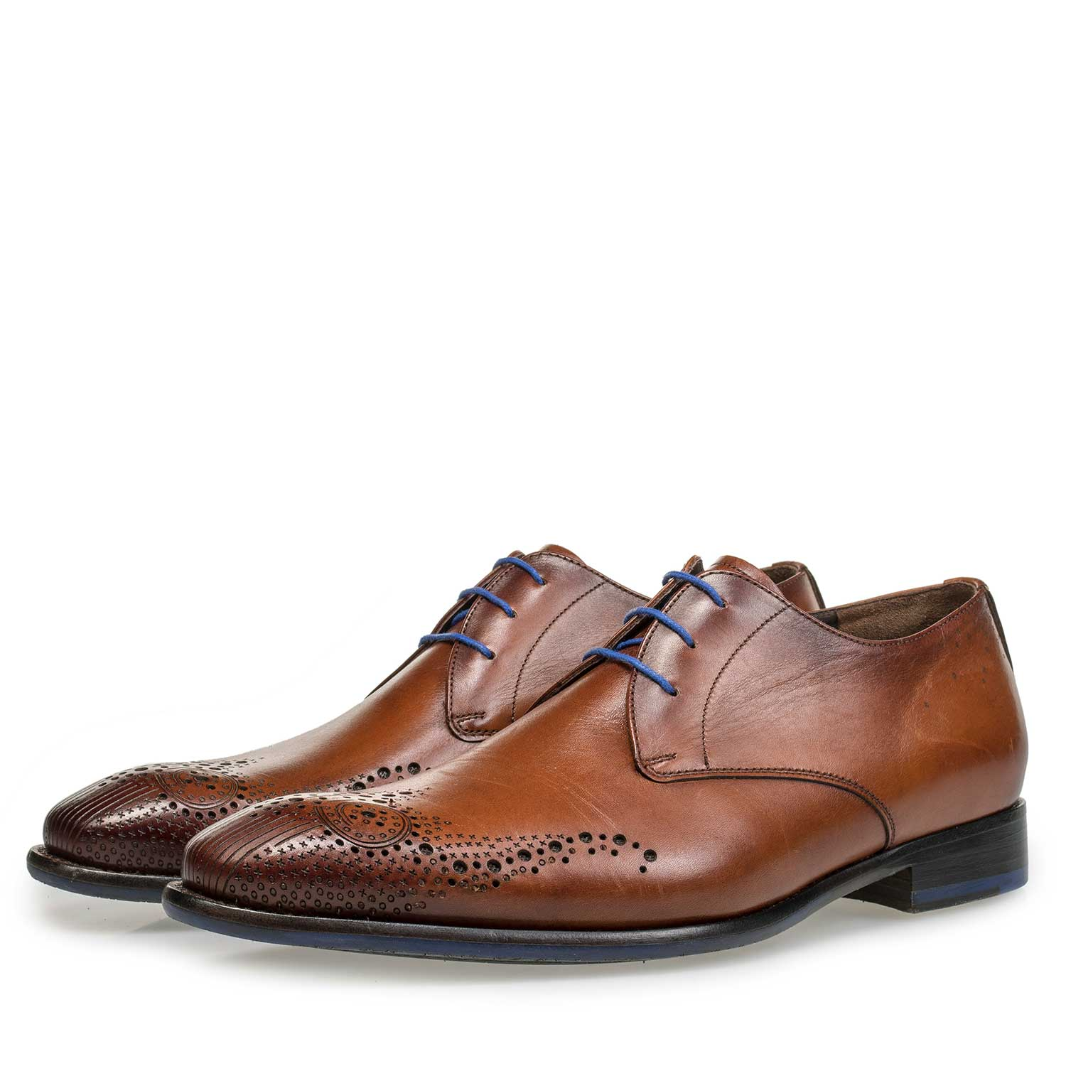 18075/00 - Cognac-coloured lace shoe with brogue details