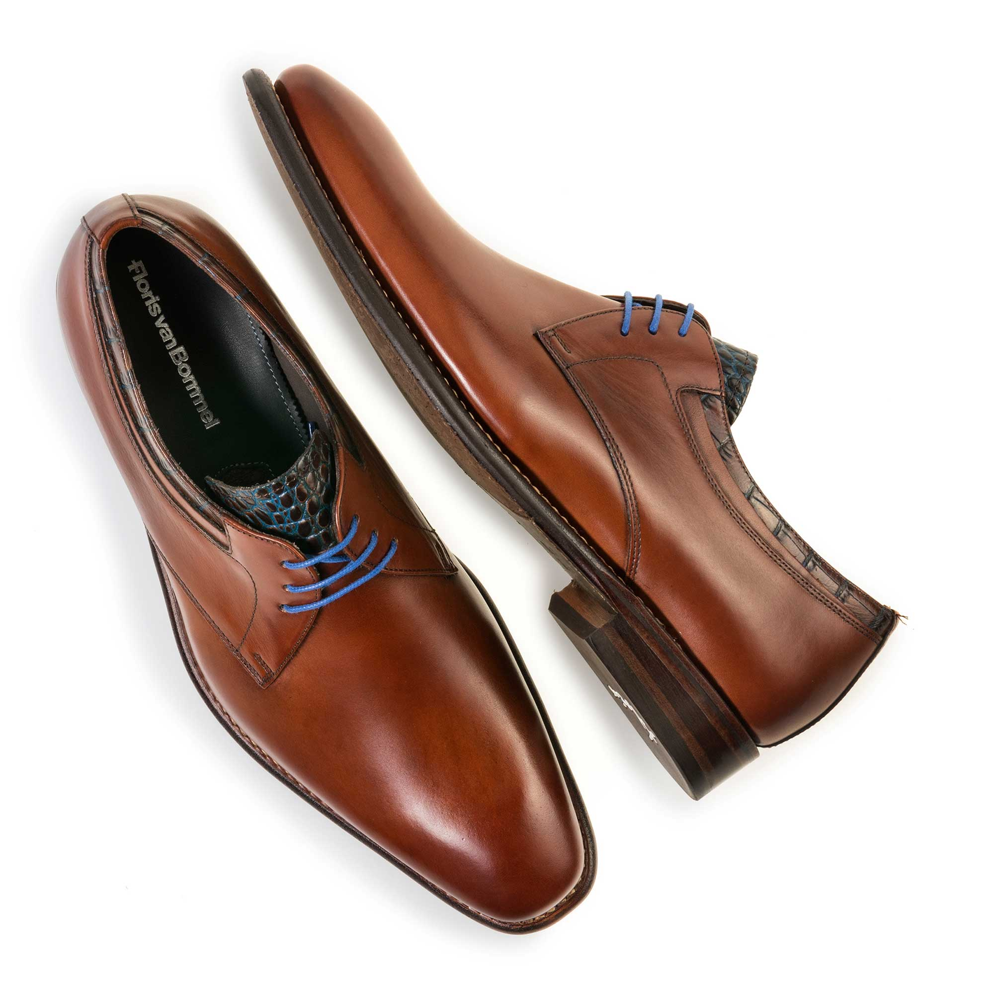 14302/01 - Mid-brown calf's leather lace shoe