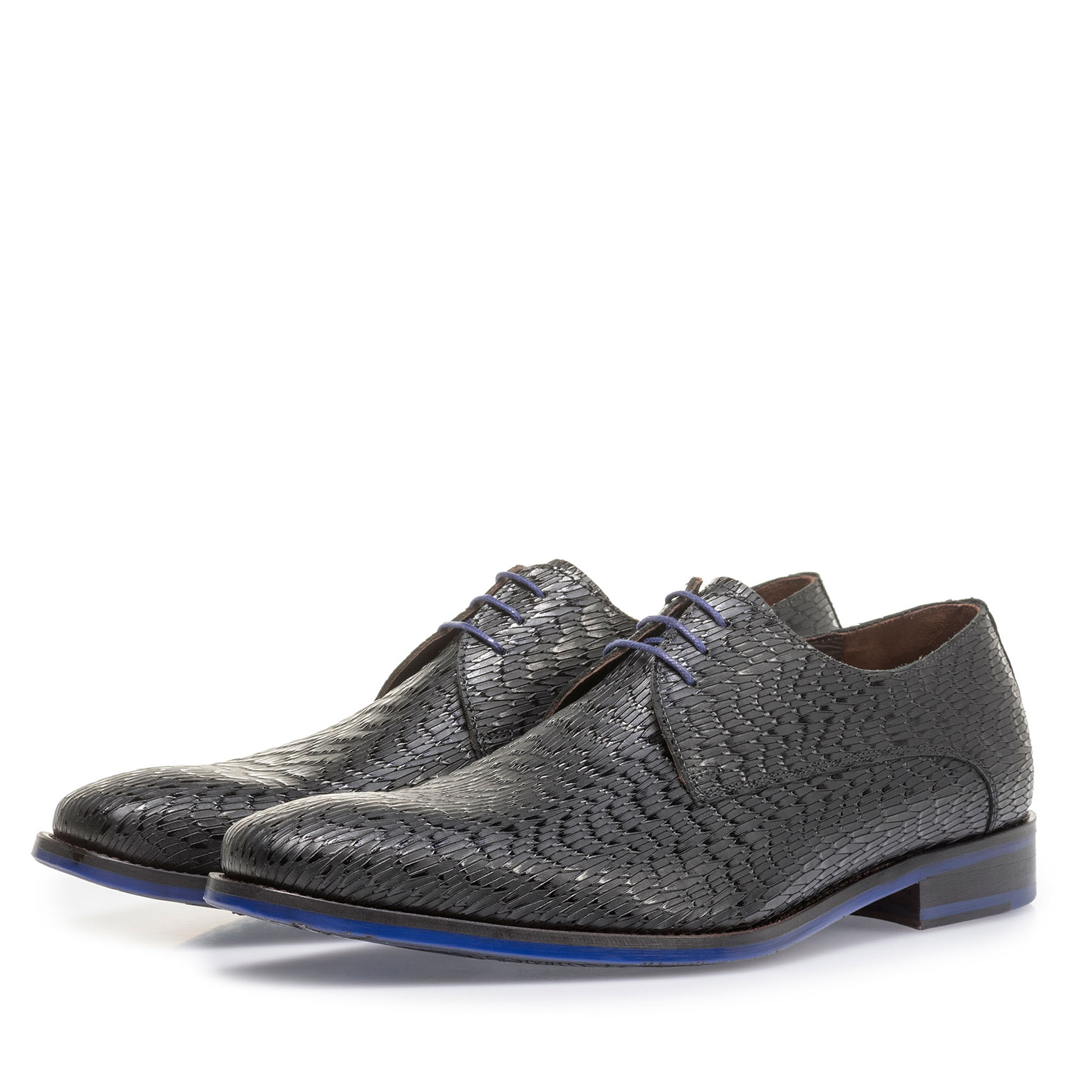 18159/22 - Black leather lace shoe with print
