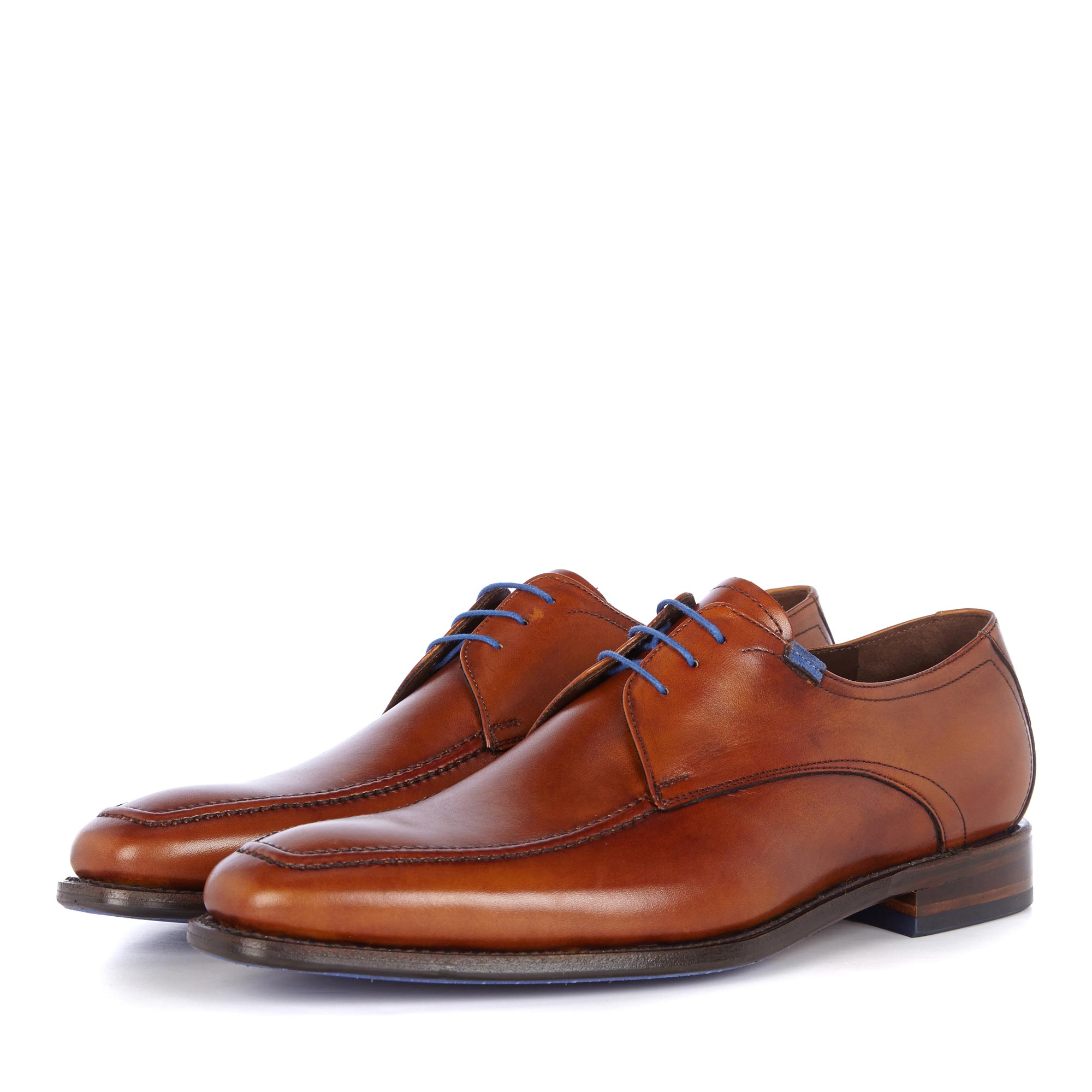 13370/00 - Cognac-coloured leather lace shoe