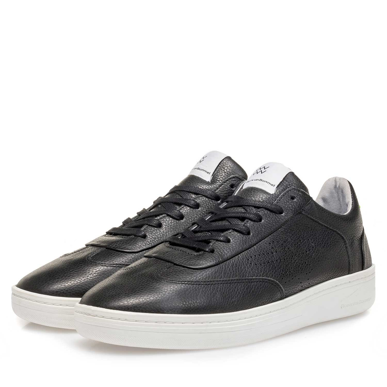 16255/04 - Black leather sneaker