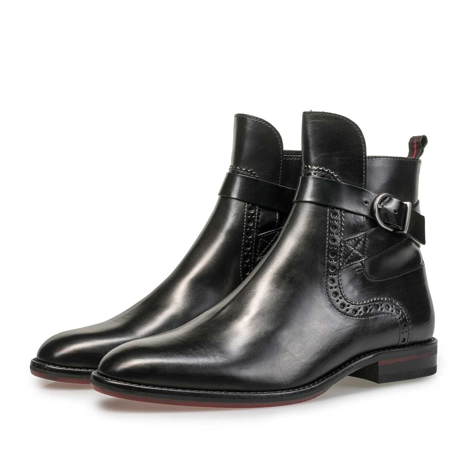 85600/00 - Black leather ankle boot with buckle