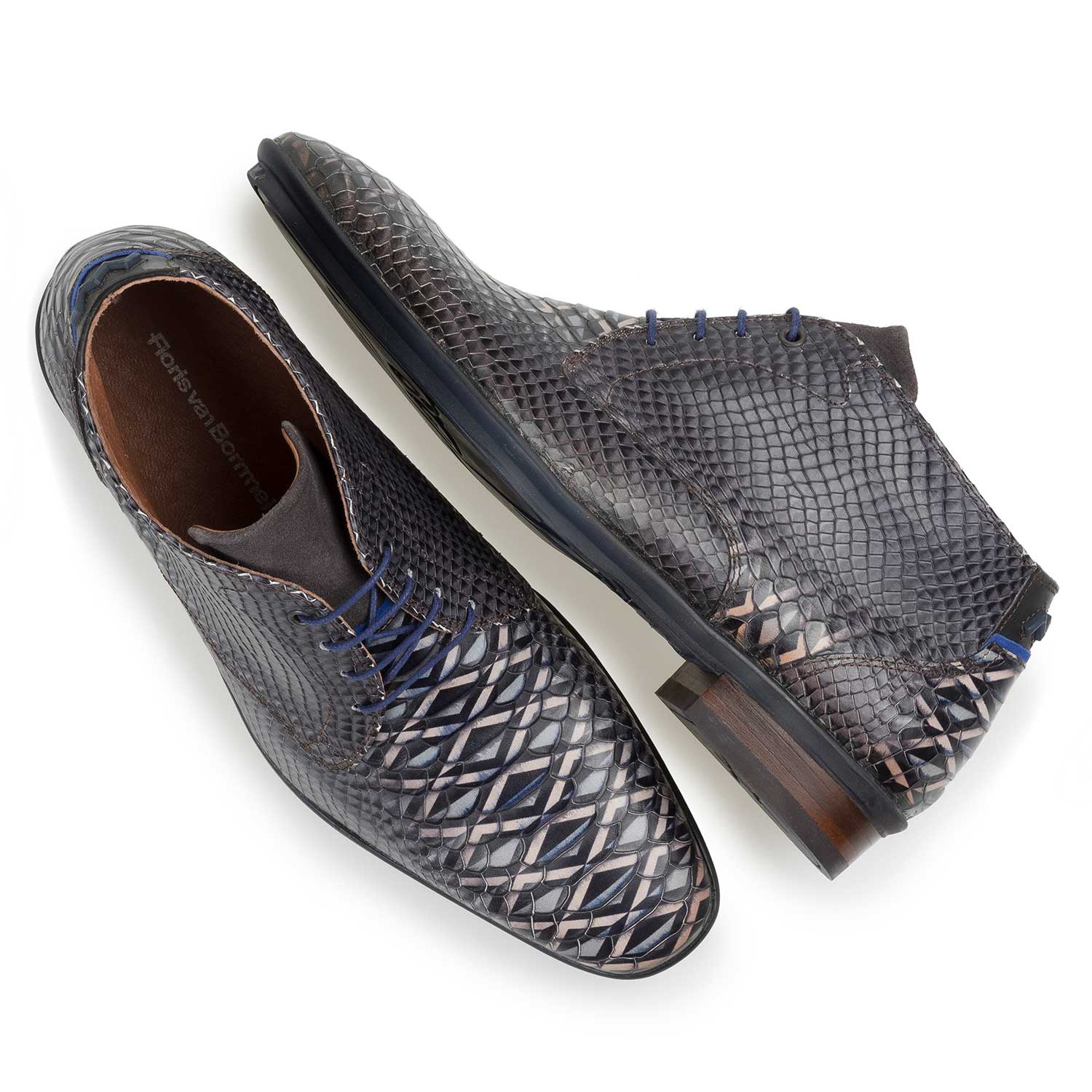 10475/04 - Dark grey calf leather lace shoe with snake print