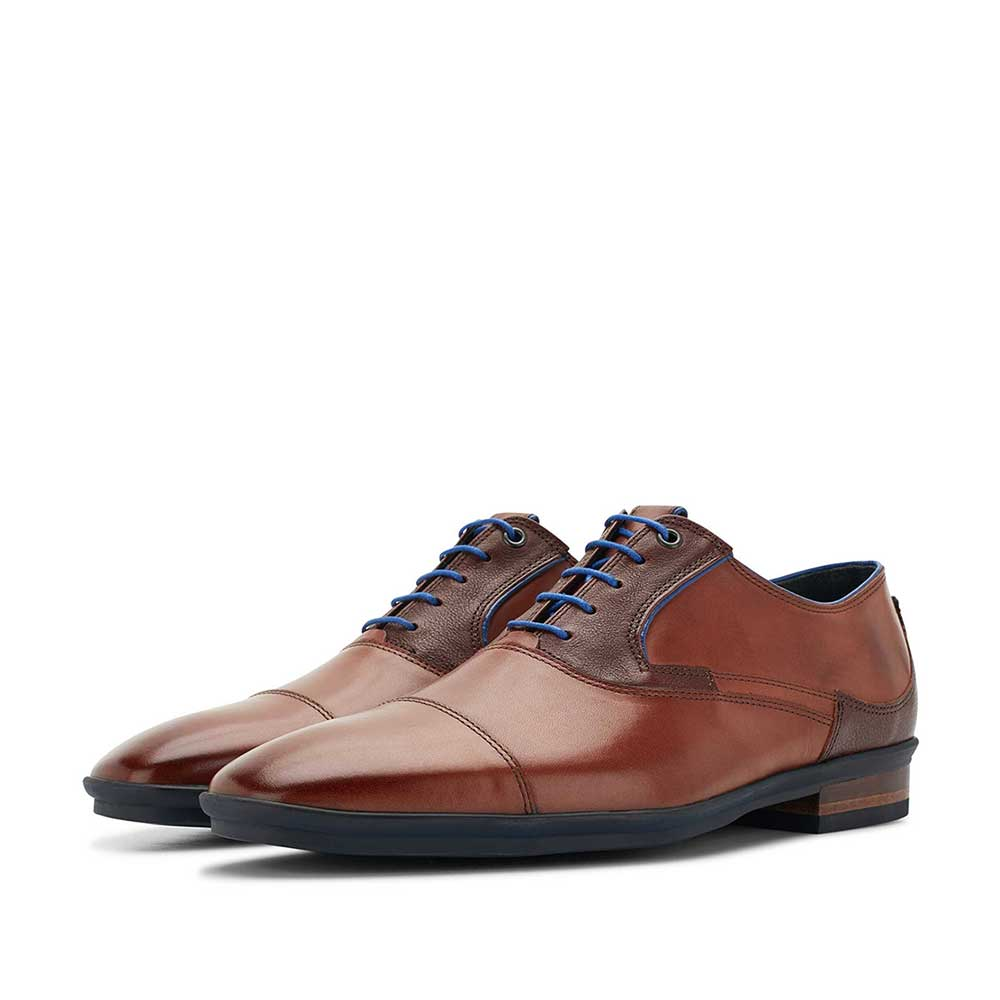 16128/00 - Cognac-coloured leather lace shoe