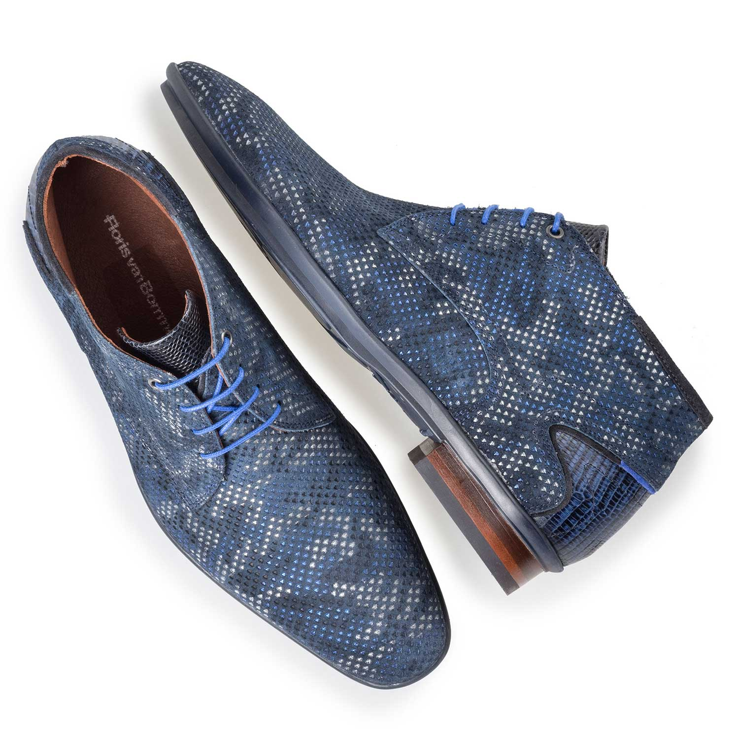10131/03 - Mid-high blue patterned lace shoe