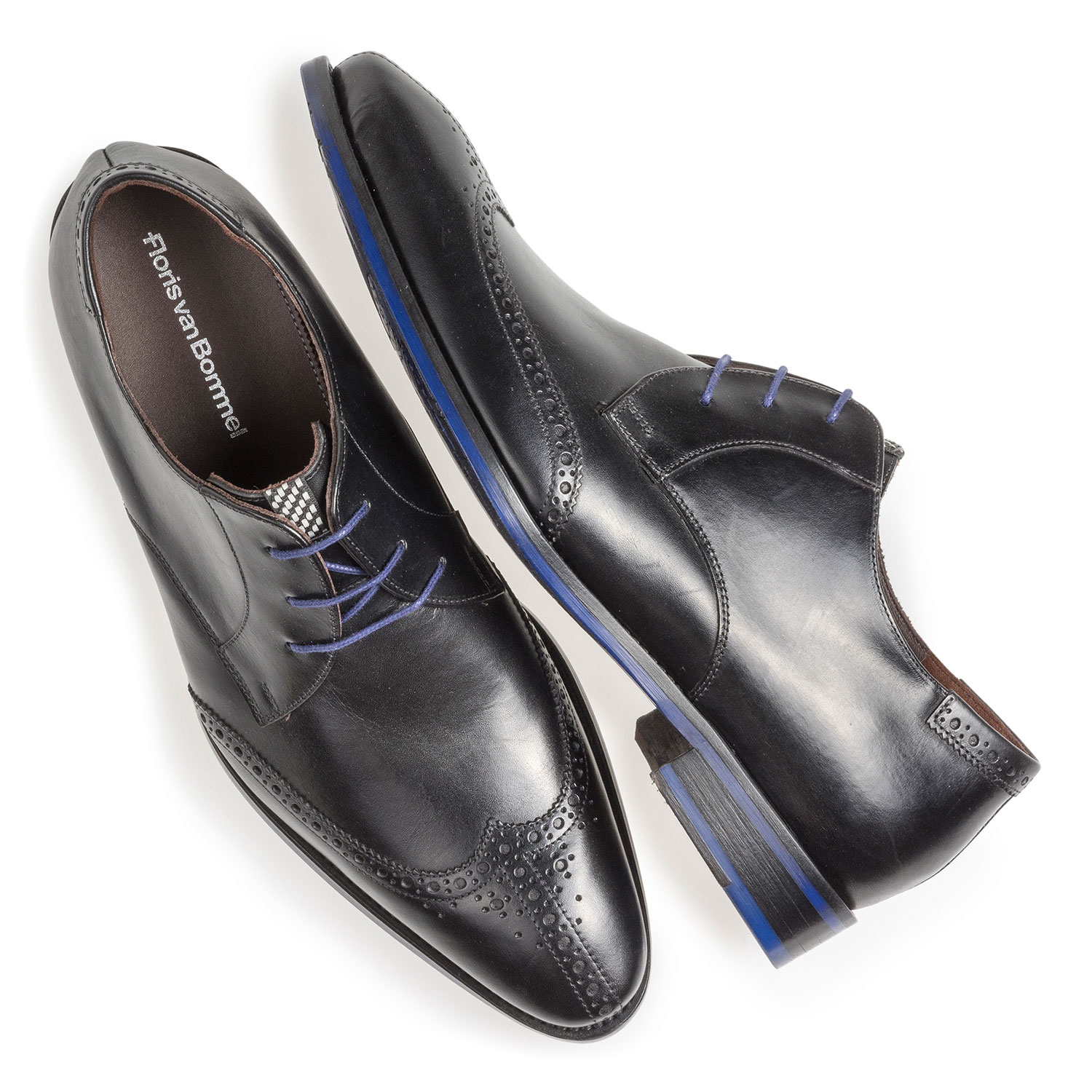 17122/04 - Black calf leather brogue lace shoe