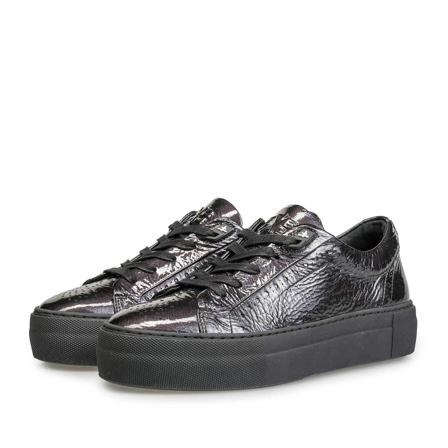 85253/04 - Black patent leather sneaker with wrinkle effect