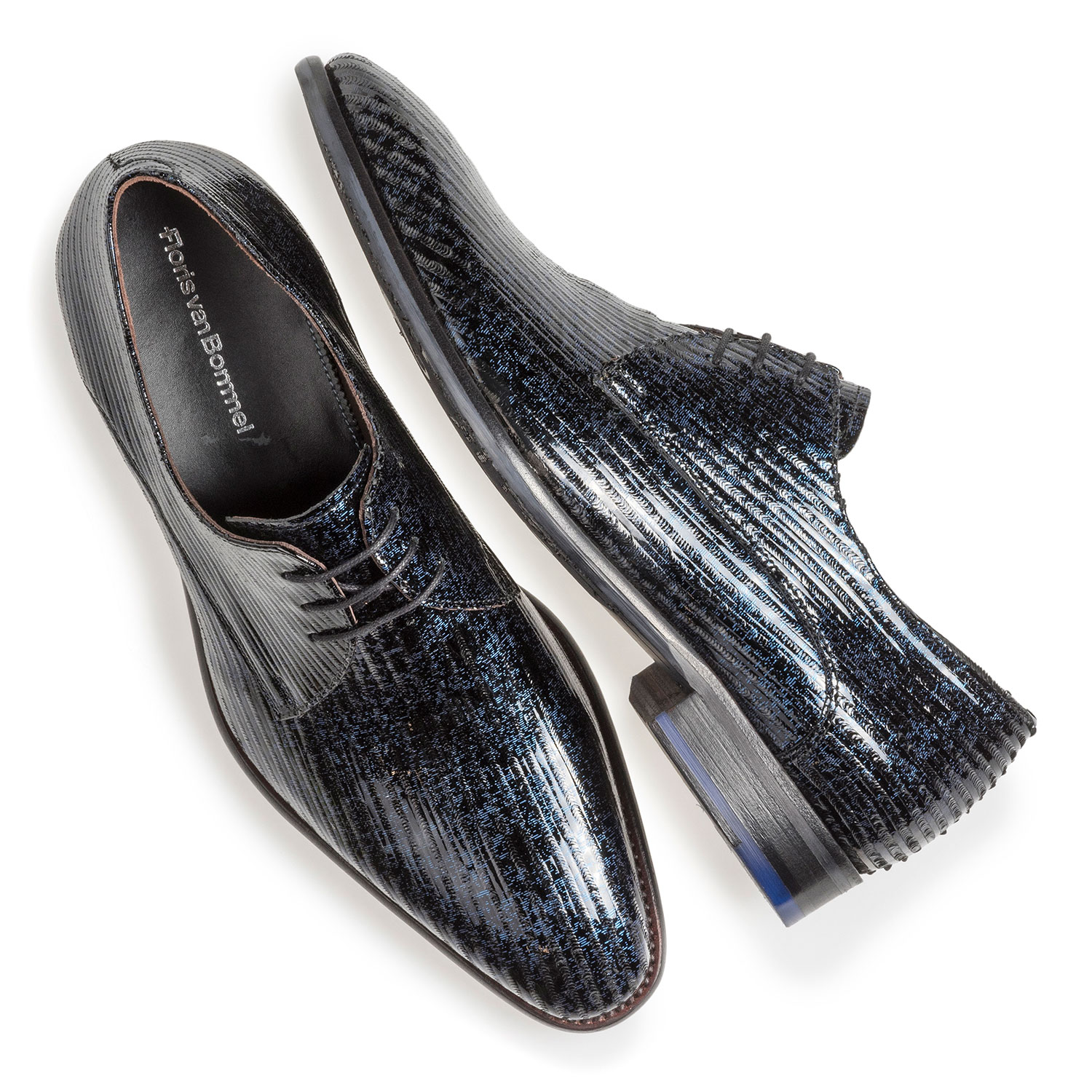 18146/10 - Blue patent leather lace shoe with print