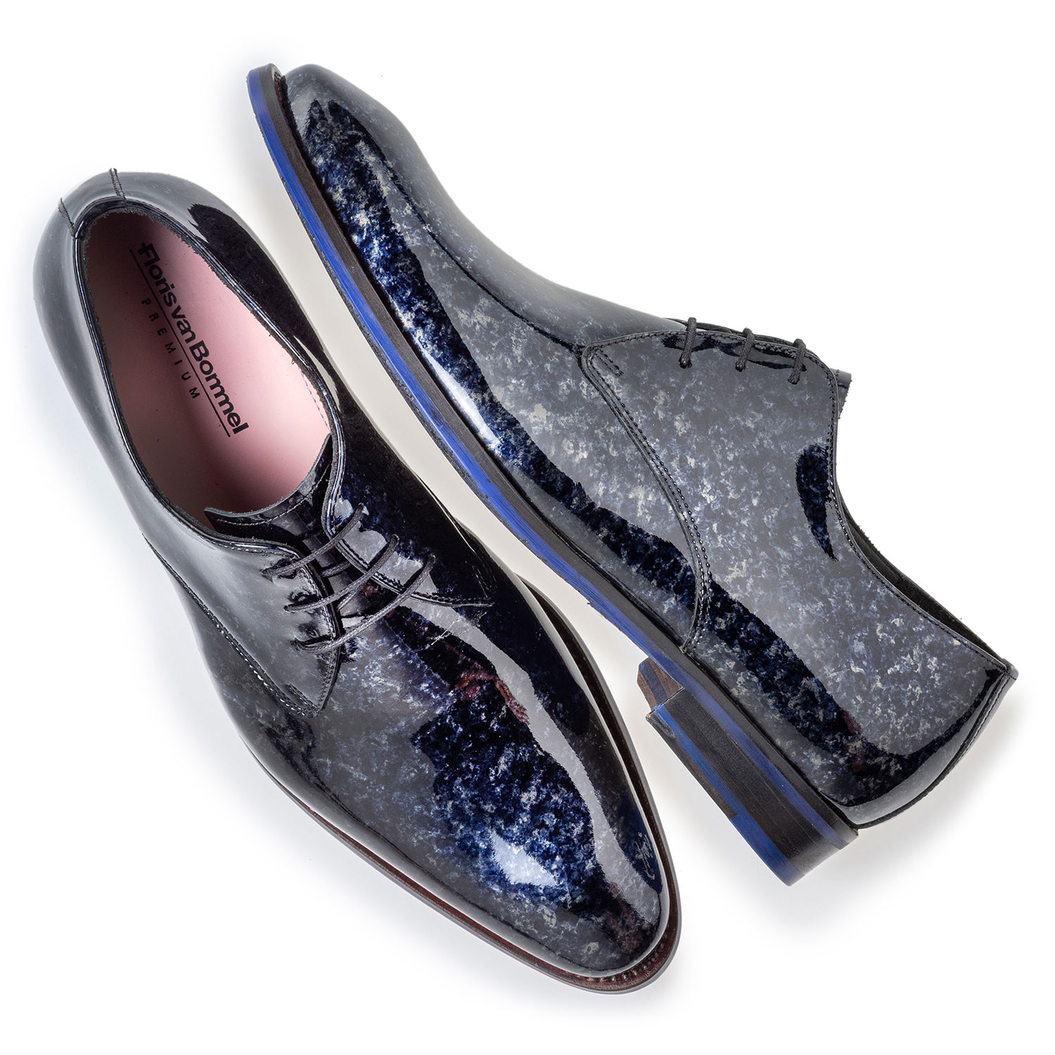 18224/03 - Lace shoe blue patent leather