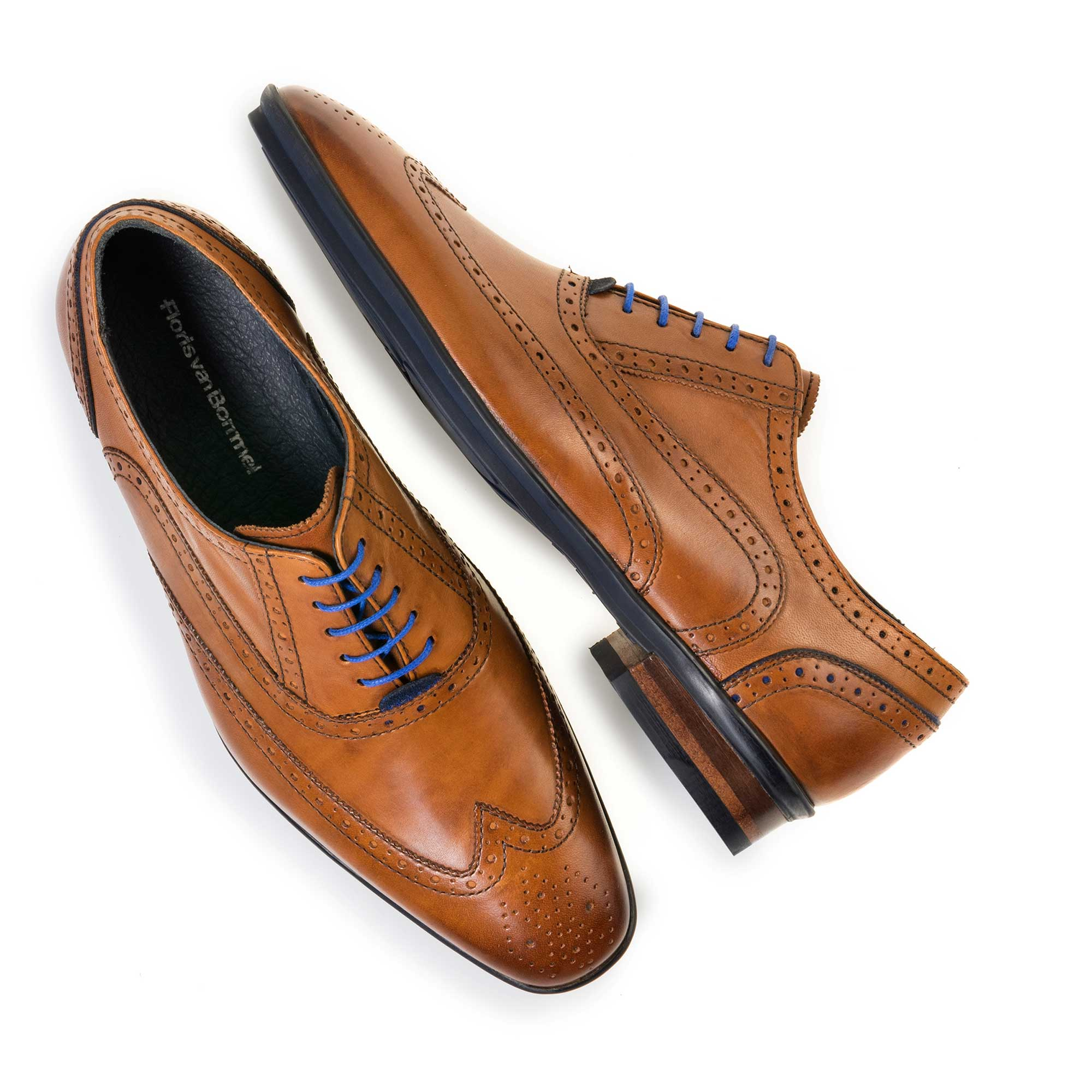 19025/02 - Cognac-coloured brogue leather lace shoe