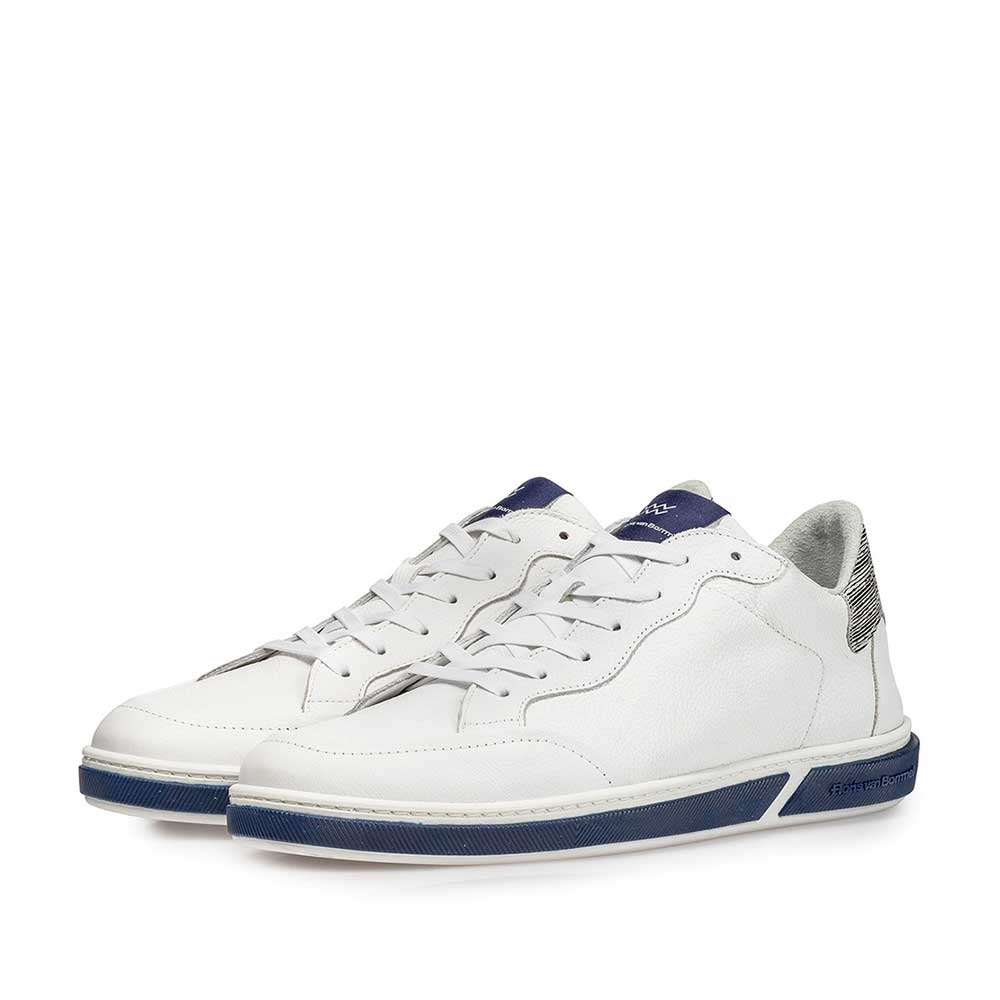 13350/00 - White calf leather lace shoe with fine structure