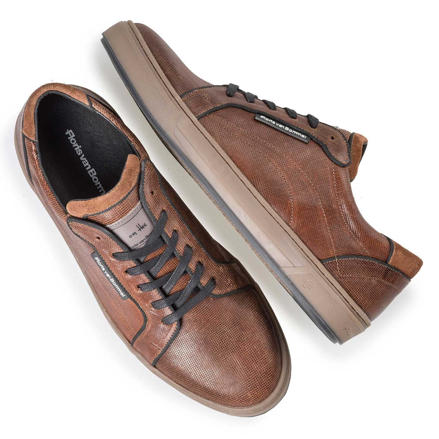 13214/02 - Brown sneaker with print