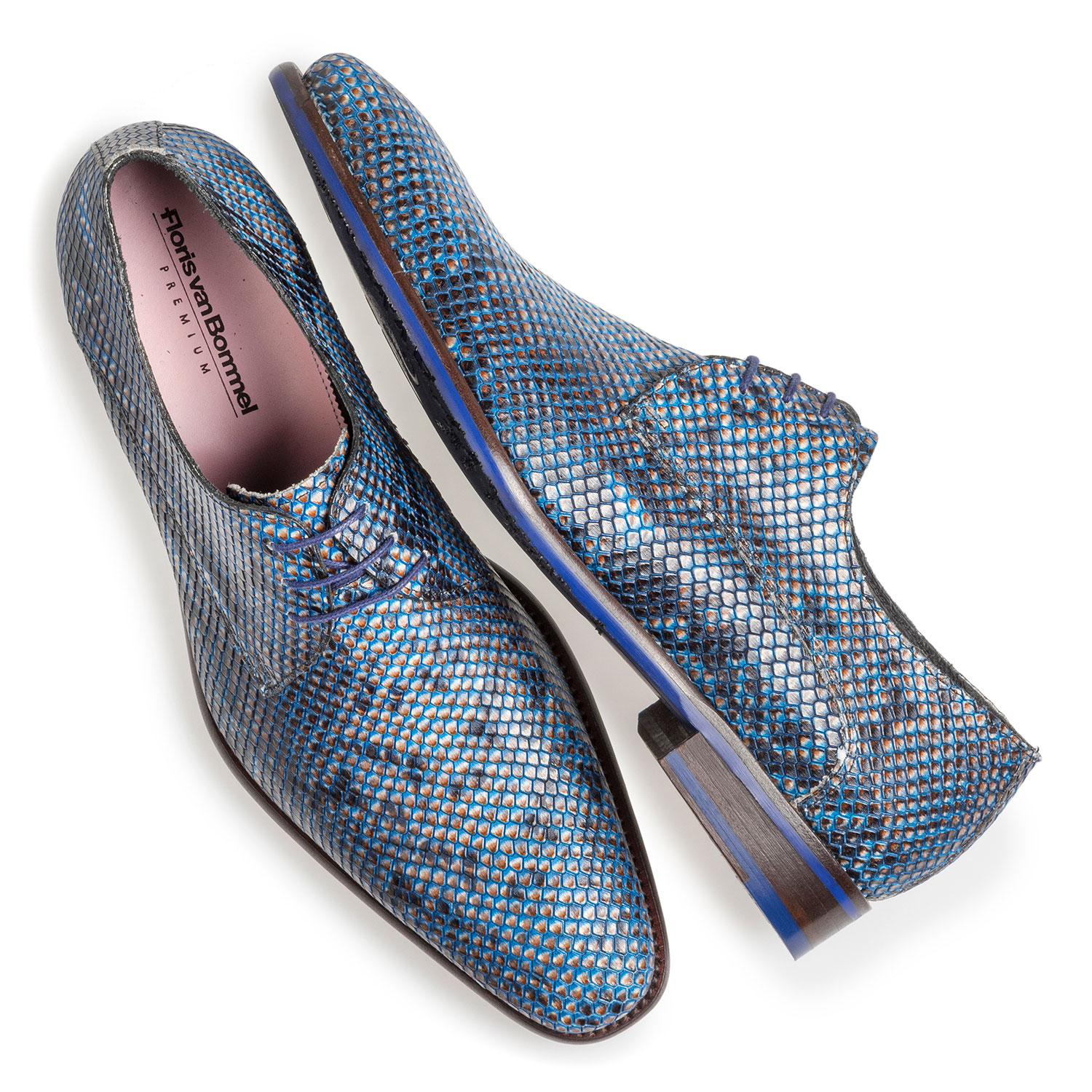 18159/17 - Blue lace shoe with snake print